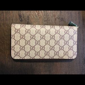 Handbags - Gucci wallet (faux)
